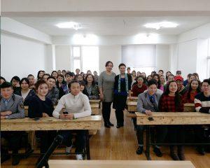 Сэтгүүлч Ц.Санчирмаа оюутан залуустай уулзалт хийлээ